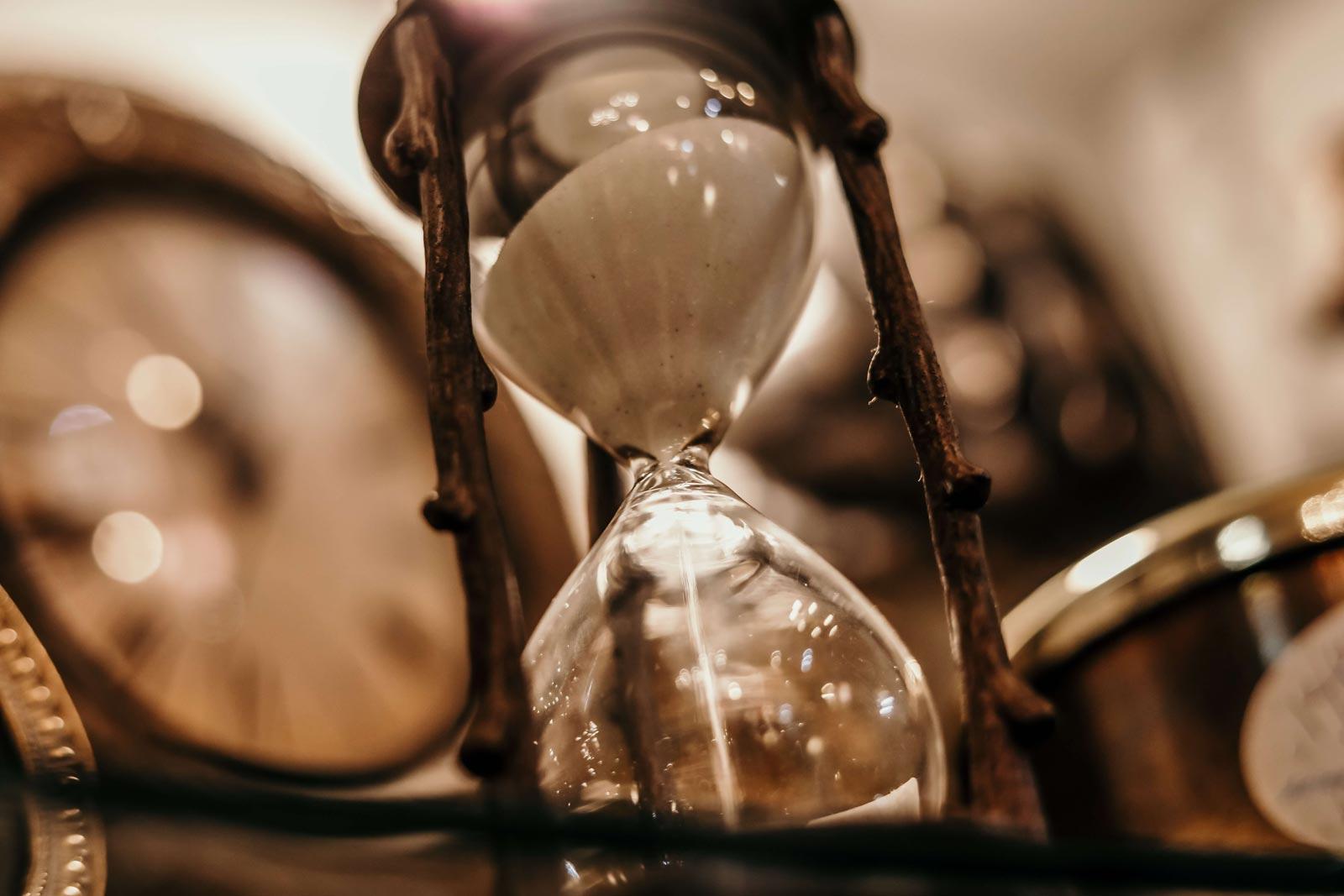 Hourglass-blur